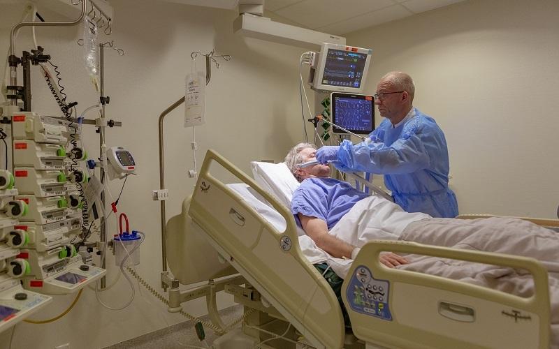 Patiënt wordt verzorgd.