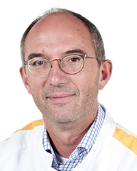 Contactpersoon is dhr. Van den Dorpel, internist nefroloog
